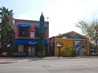 Places-Eat-Irma's-exterior-1