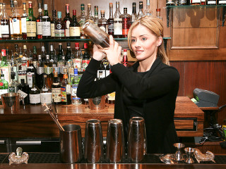 News_Charlotte Voisey_mixologist_at bar_making drinks