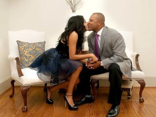 News_Shelby_Romance_Ursaline Hamilyton_Darryl Hamilton_kissing