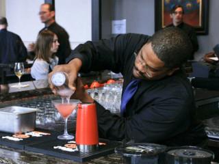 News_Masraff's_bartender
