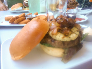 News_The Counter_hamburger