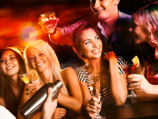 News_360 Sports Lounge_young adults_drinking