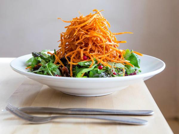 Vinaigrette salad bistro dish