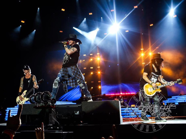 Guns N Roses at Arlington concert