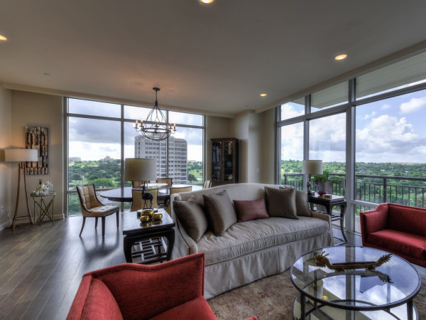 San Antonio home condo Broadway Residences 4242 Broadway Street April 2016 great room