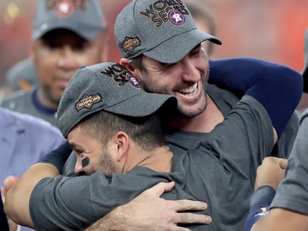 Justin Verlander and Jose Altuve celebrate after Houston Astros defeat New York Yankees in ALCS