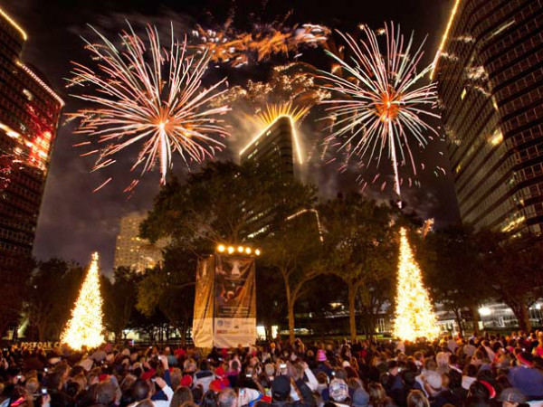 Uptown Park holiday lighting - Post Oak