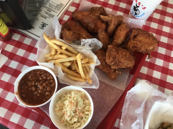 Gus's fried chicken food tray