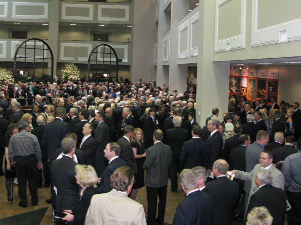 News_Dan Duncan_funeral_crowd