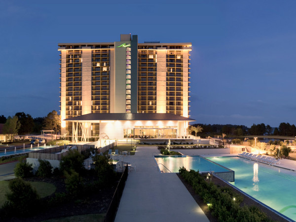 News_hotel pools_La Torretta pool_tower