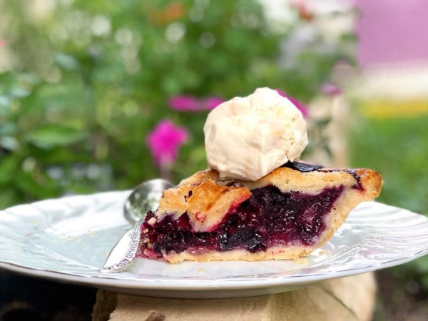 Sweet Lucy's Pies, pie