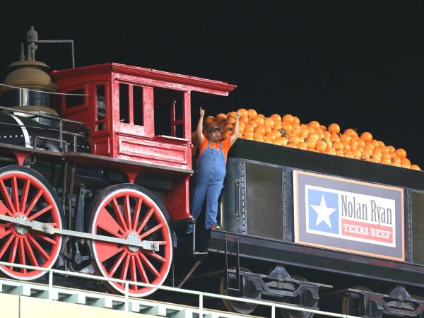 Houston Astros train Bobby Dynamite pointng