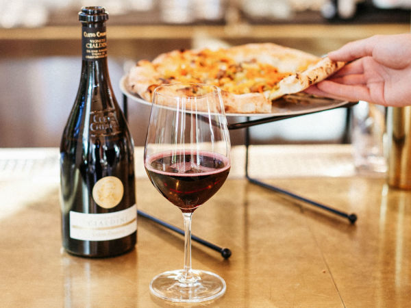 Sassetta pizza wine