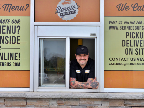 Bernie's Burger Bus Missouri City Justin Turner drive-thru