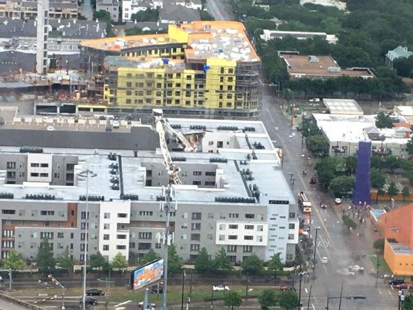 Elan City Lights crane