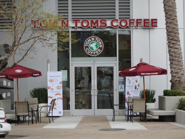 Tom N Toms Coffee exterior