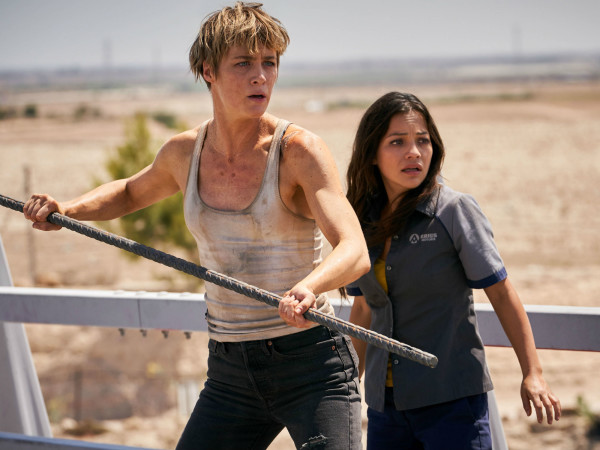 Mackenzie Davis and Natalia Reyes in Terminator: Dark Fate