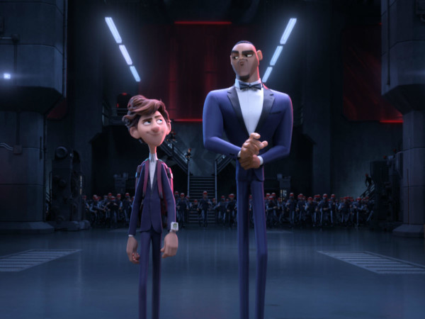 Walter (Tom Holland) and Sterling (Will Smith) in Spies in Disguise