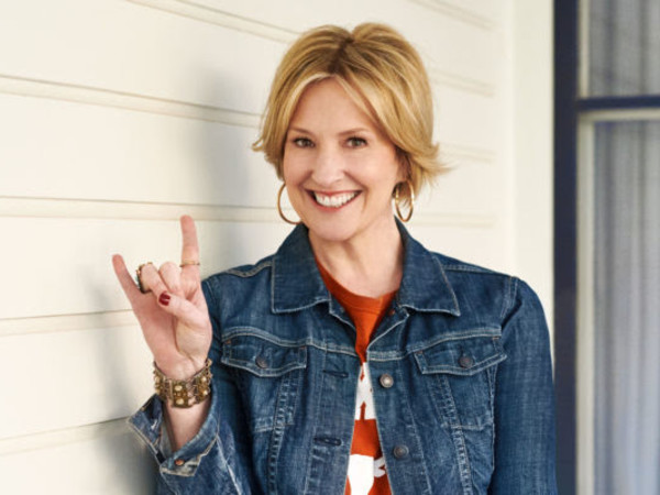Brene Brown hook em horns celebrity