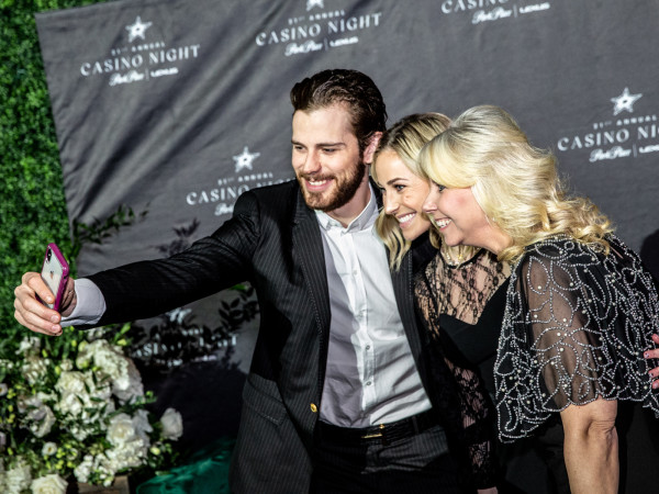 Dallas Stars player Tyler Seguin takes a selfie with fans