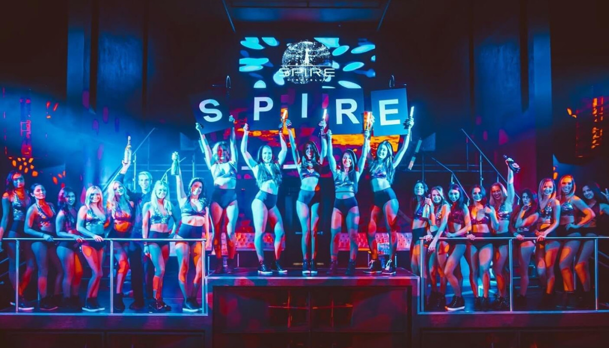 Houston, The Spire, Jan 2017, cocktail waitresses