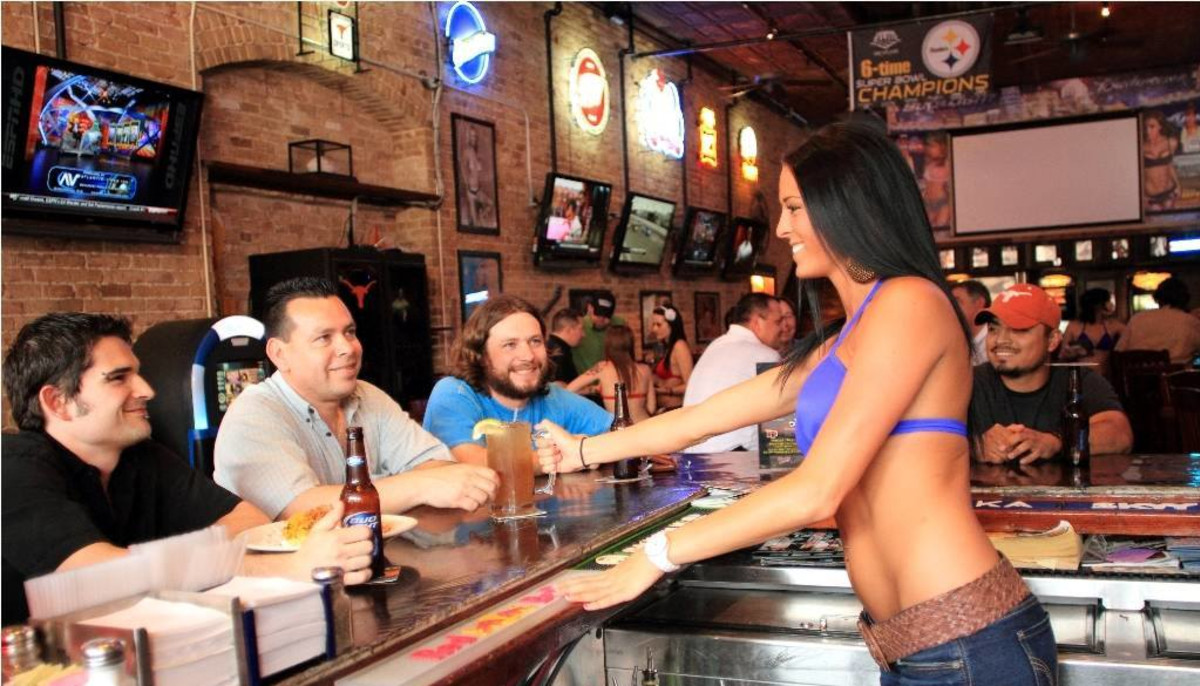Infamous Austin breastaurant suits up for new sports bar concept