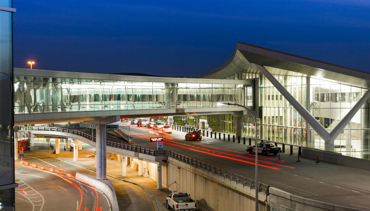 Houston airport lands No. 1 spot for biggest drop in flight delays