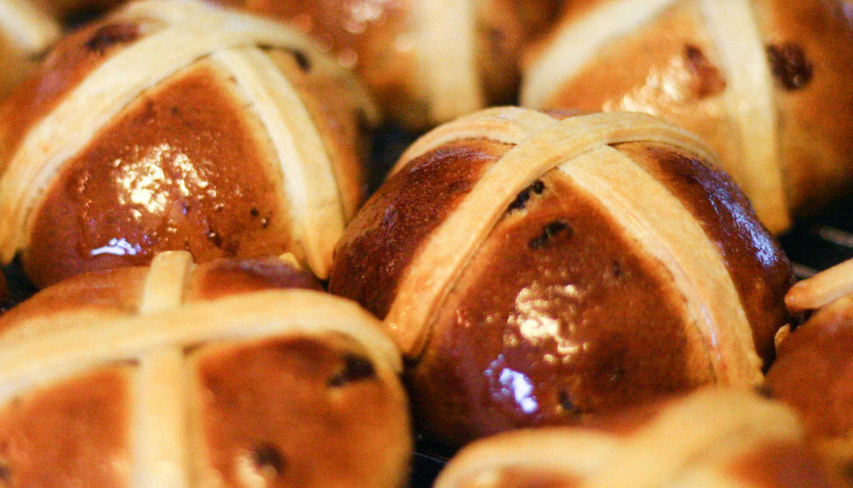 Easter hot cross buns on the rise and more Dallas restaurant news