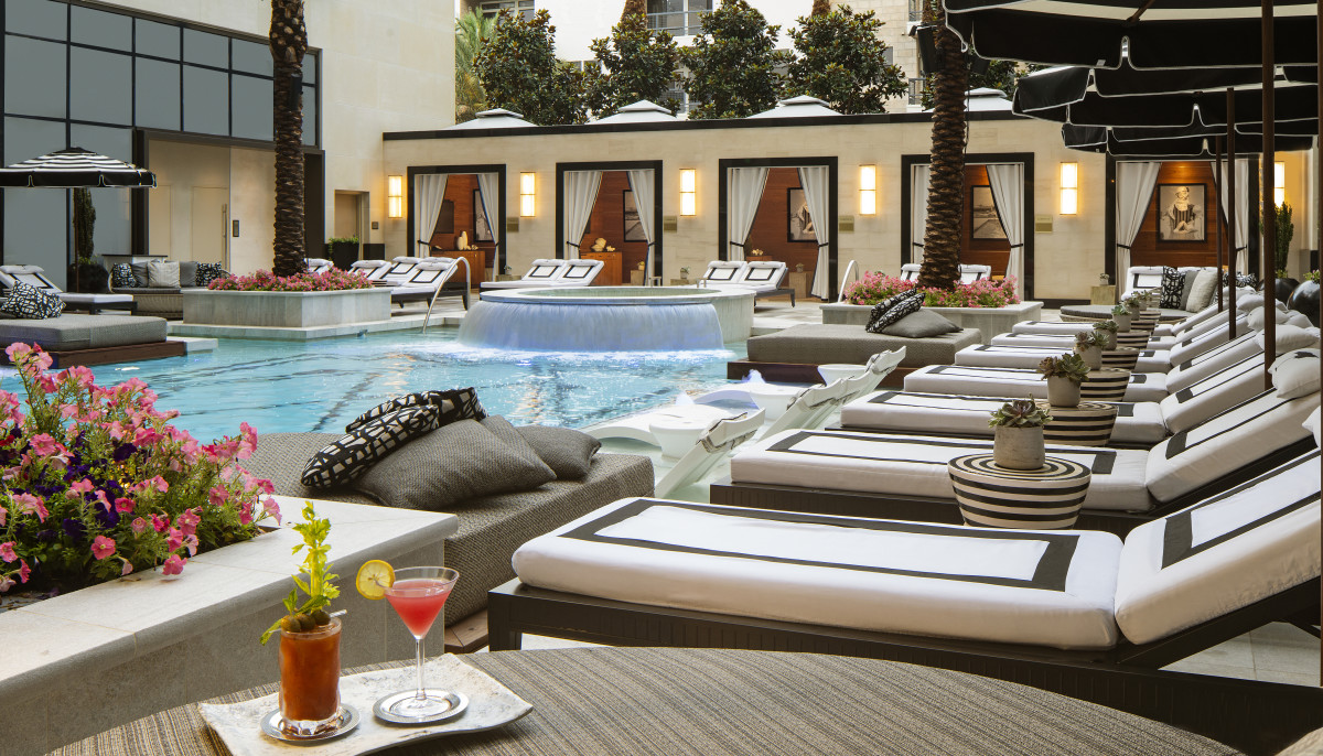 Take a dip in this high-end Houston hotel's tropical outdoor oasis