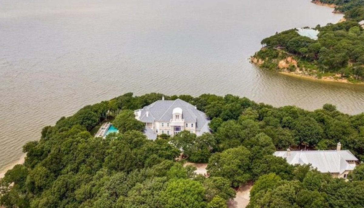 Lakefront estate with ties to Texas mobster hits market for $3.7M