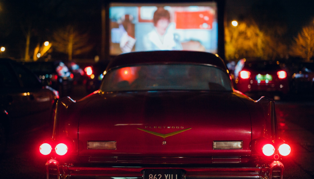 Drive-in movie sets up shop in East Dallas on grassy field off US-75