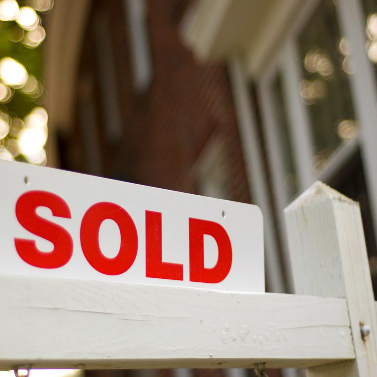 News_Real estate_sold_sign_placeholder