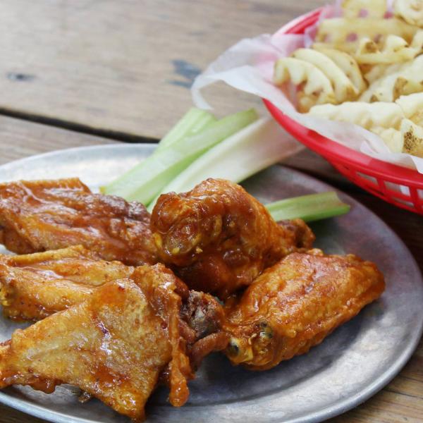 Texas Rangers add 2 chicken restaurants to Globe Life stadium lineup