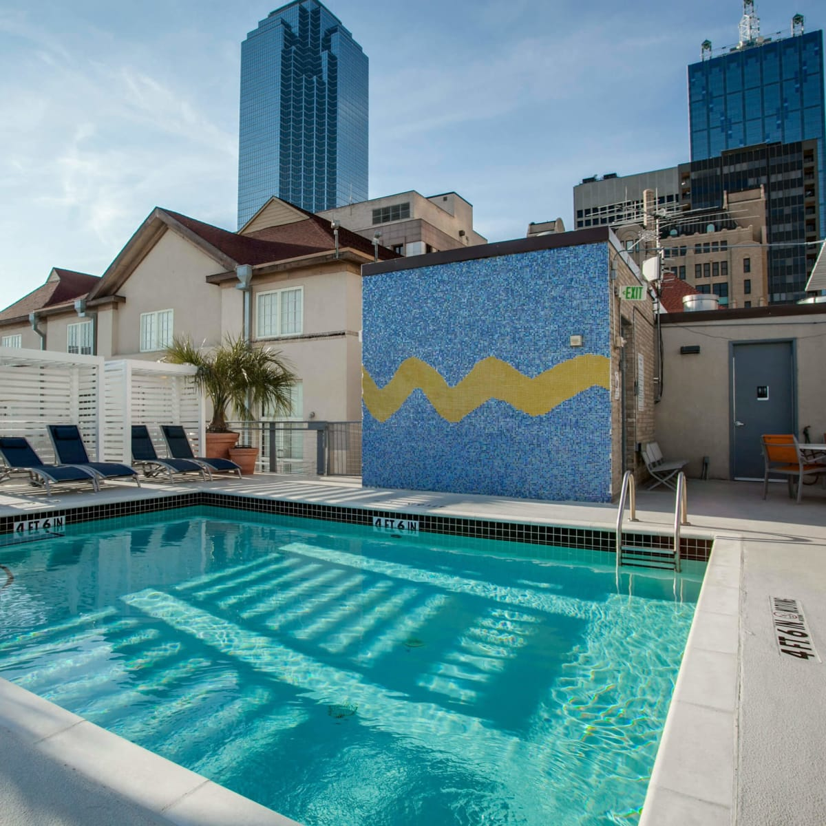 Rooftop pool at 1122 Jackson St. in Dallas