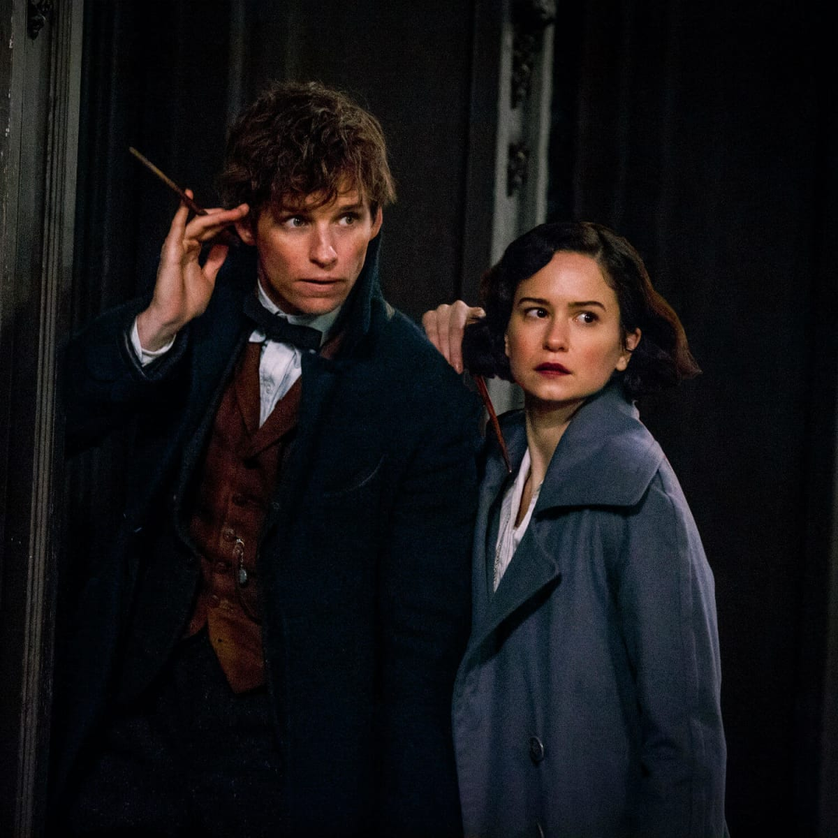 Eddie Redmayne and Katherine Waterston in Fantastic Beasts and Where to Find Them