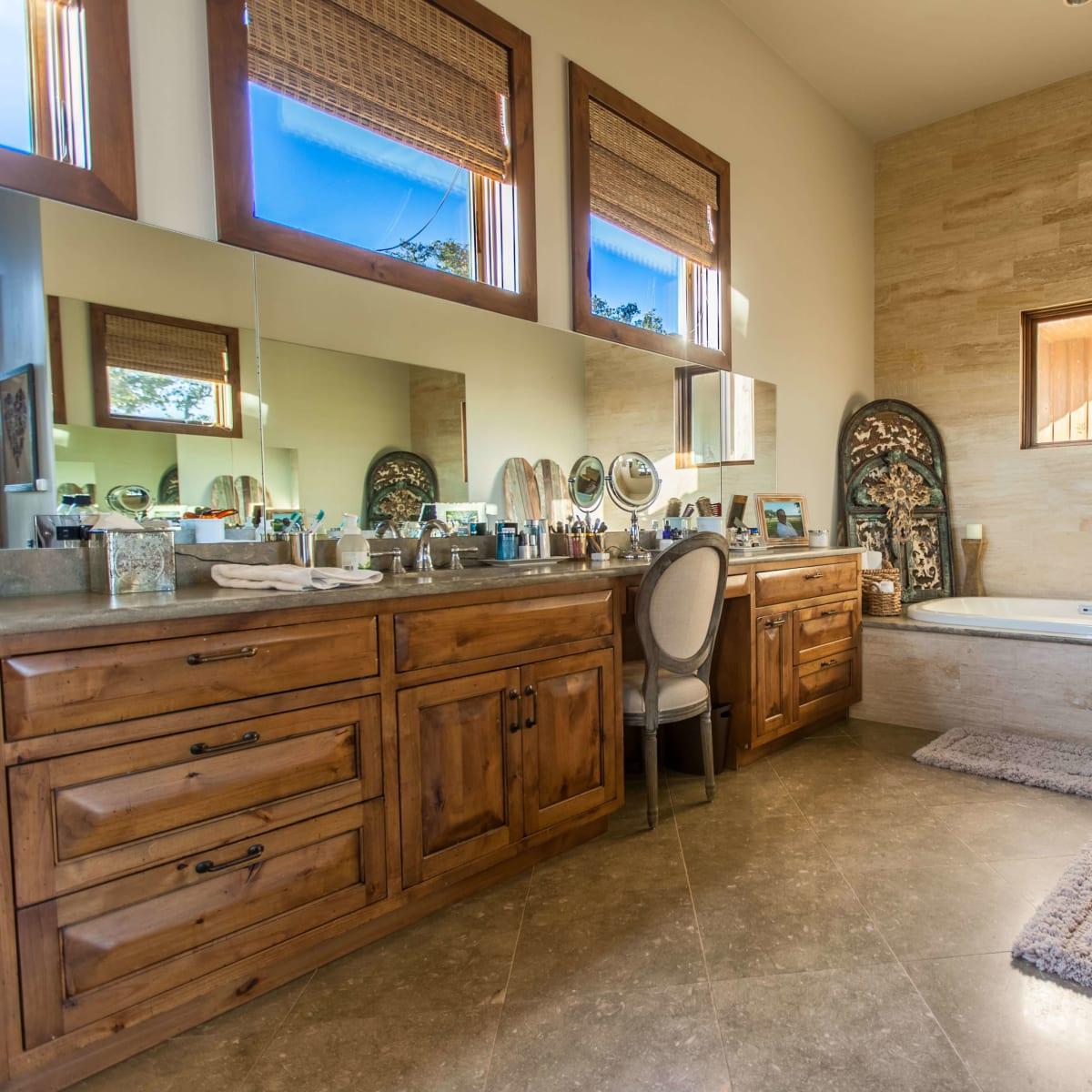 1920 Valentino Cove Lake Travis Spicewood house for sale bathroom
