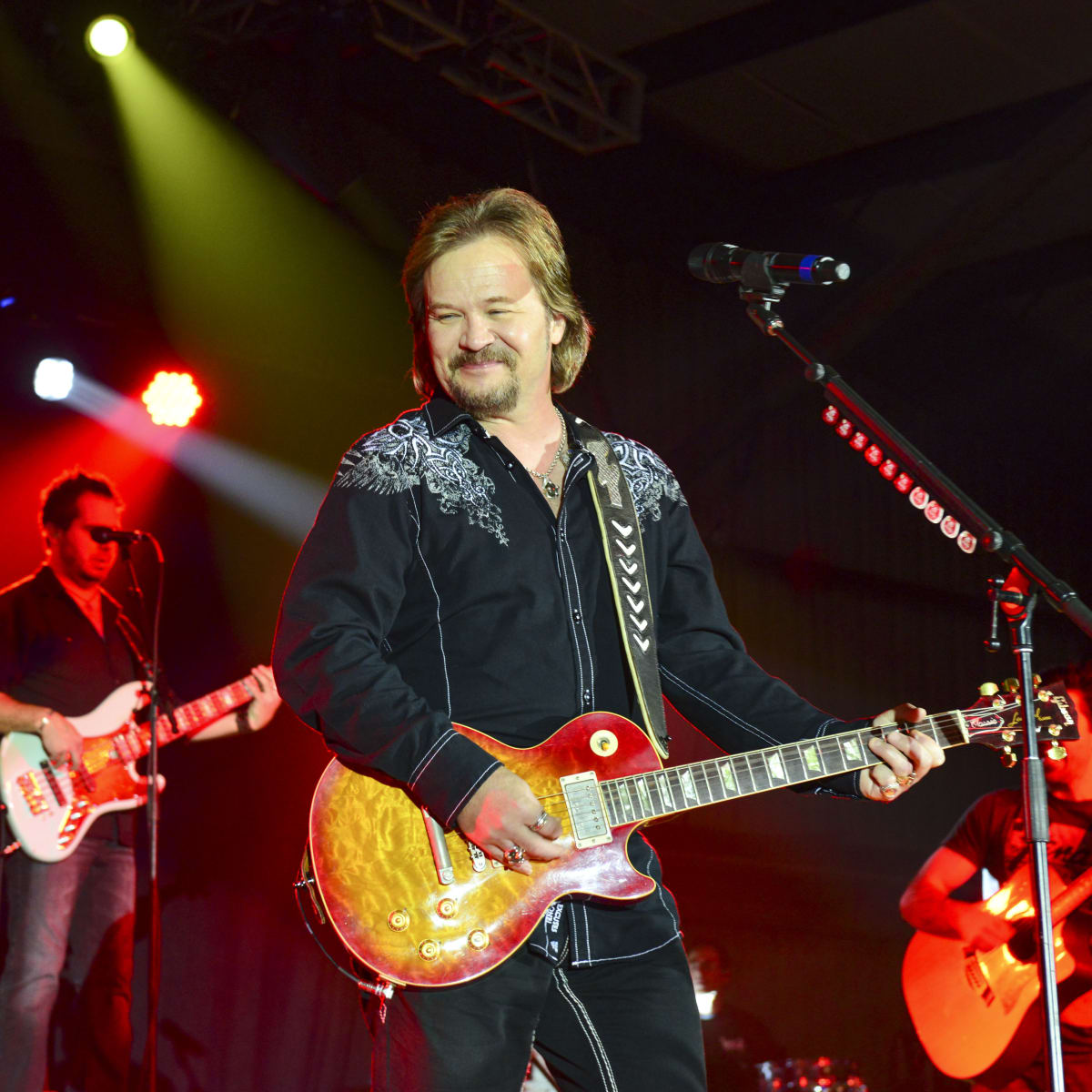 22 Travis Tritt at Cattle Barons Ball April 2014