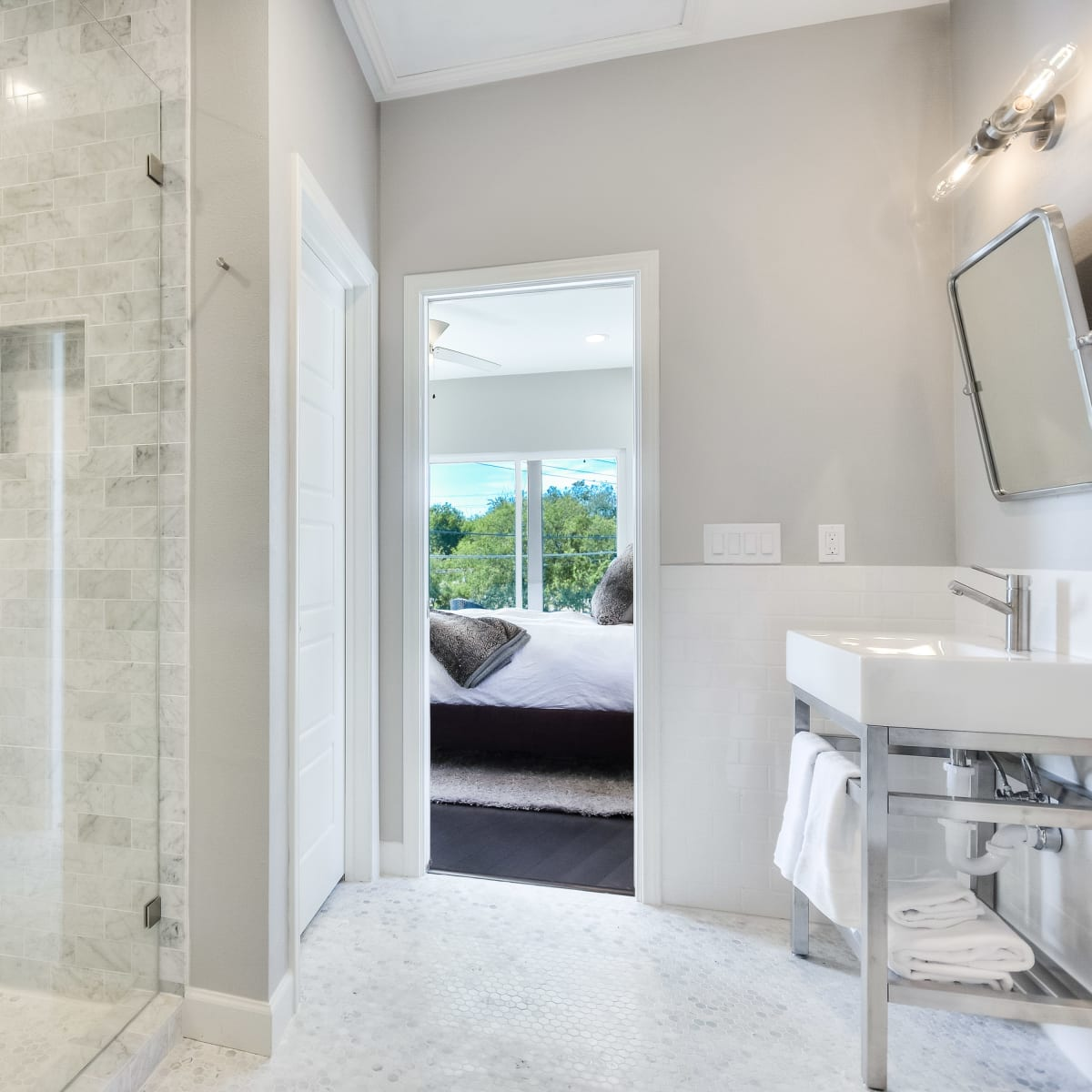 2406 E 16th St Austin house for sale master bathroom