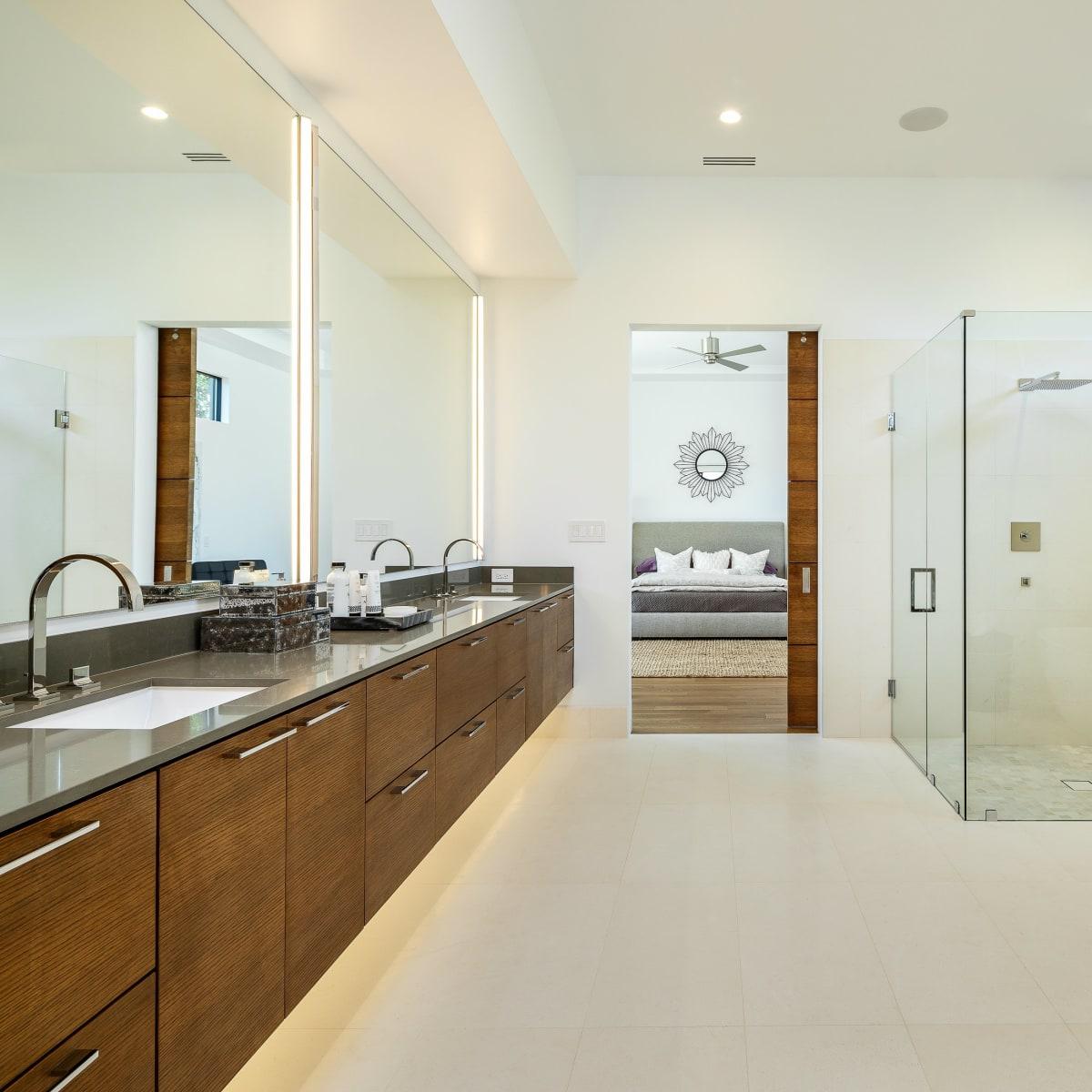Master bath at 5746 Greenbriar in Dallas