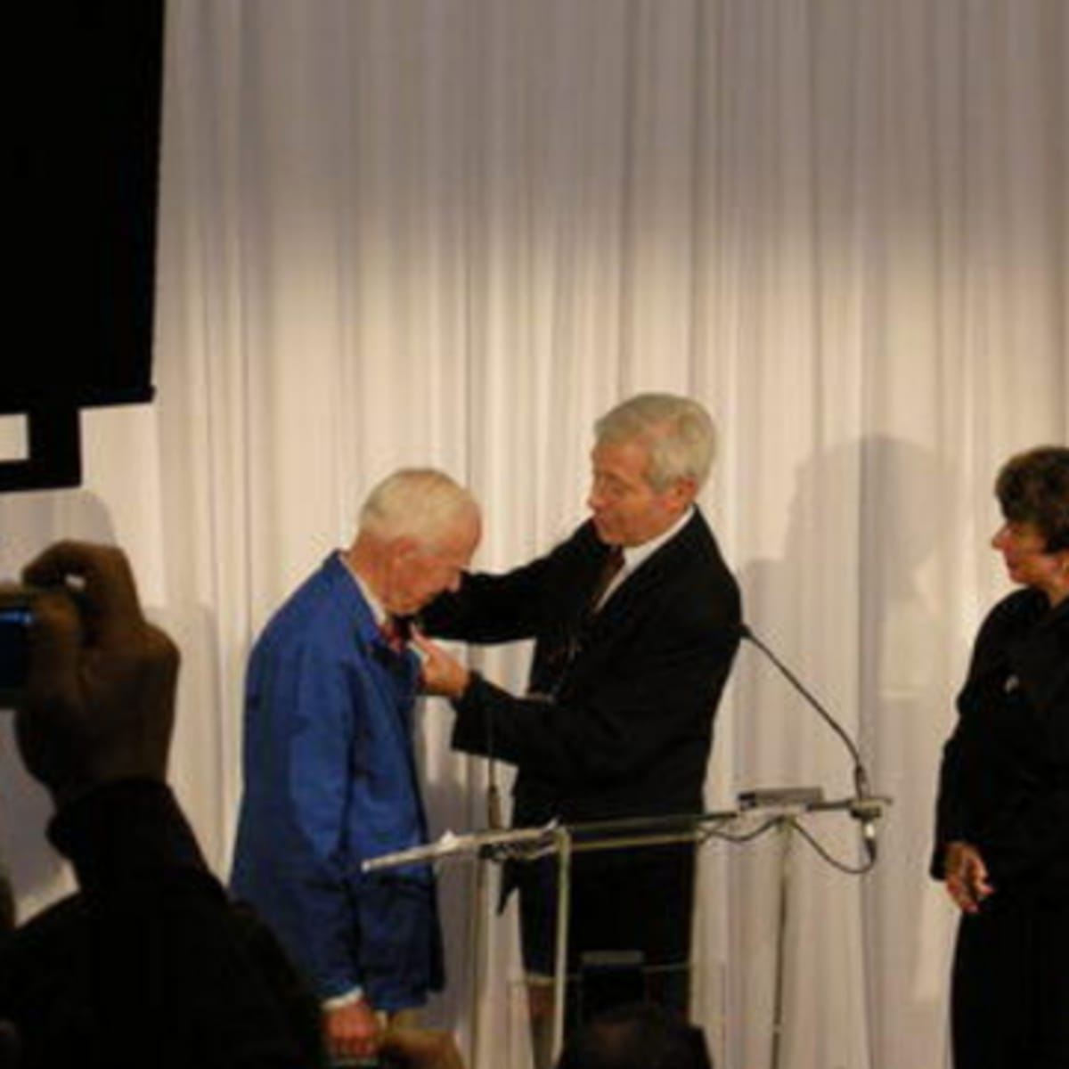 Bill Cunningham receives award from French govenment