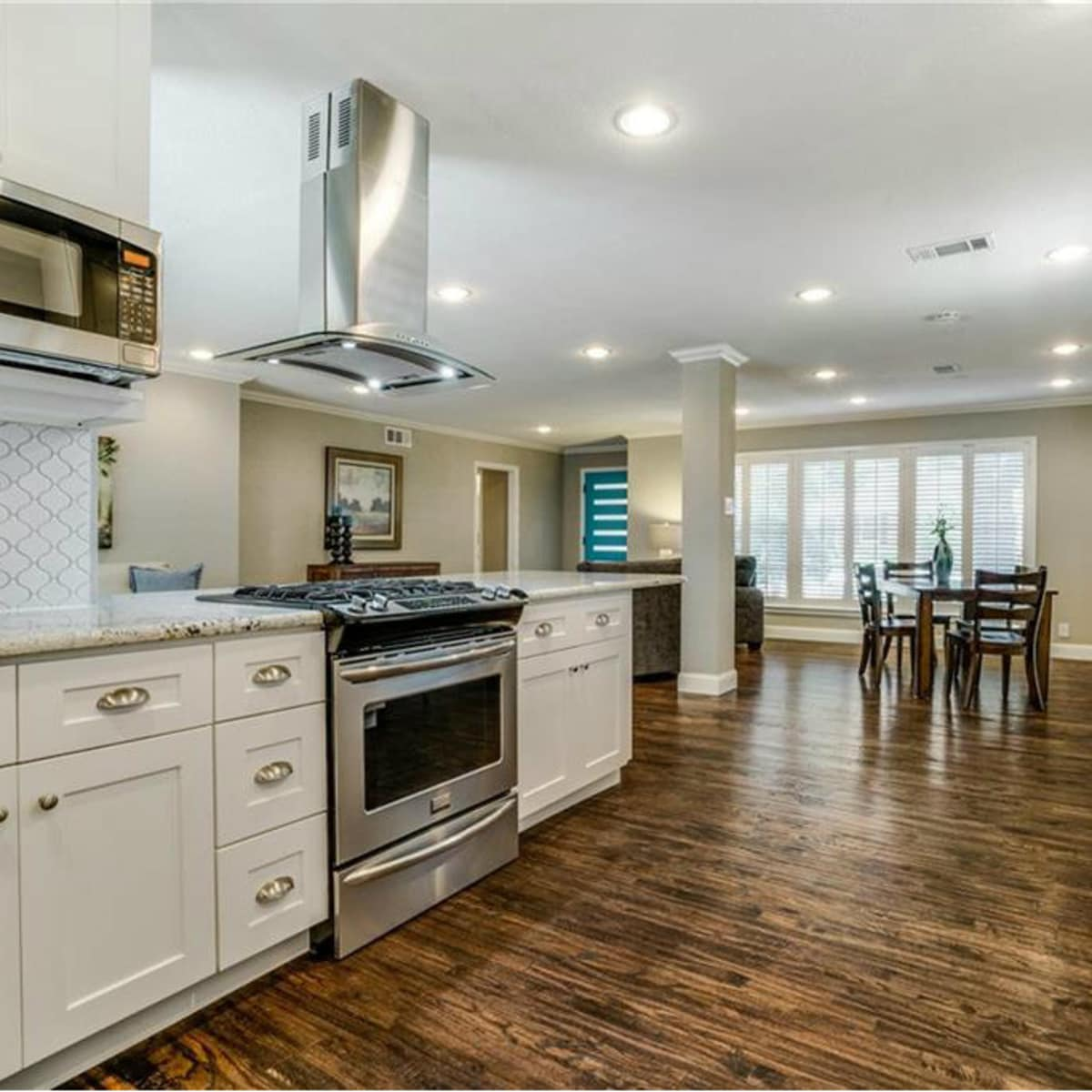 11229 Lanewood Cir kitchen