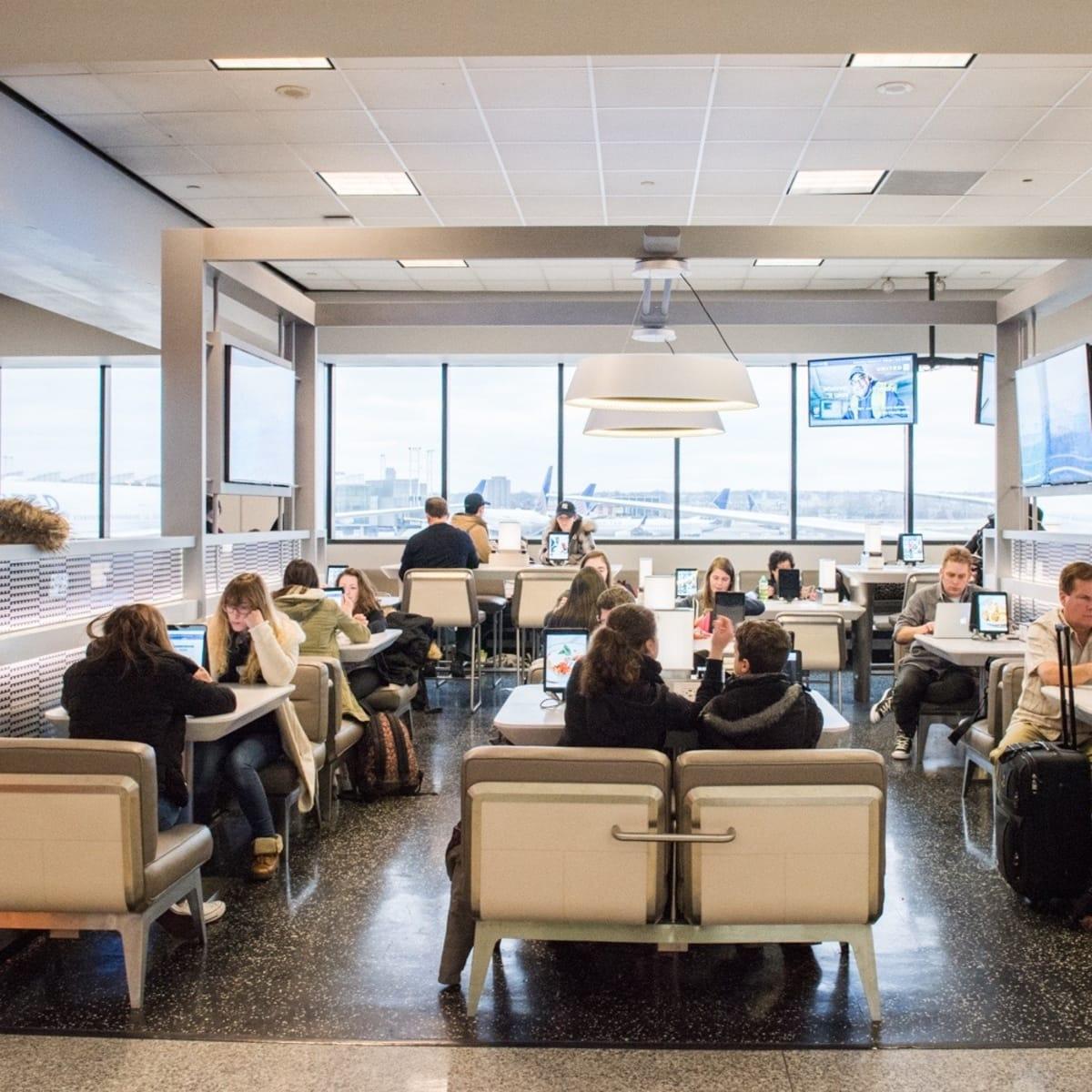 Newark/EWR gate lounge