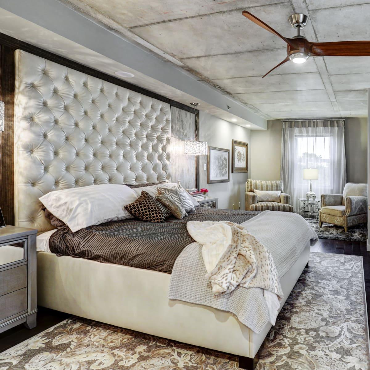 6007 Memorial, bedroom