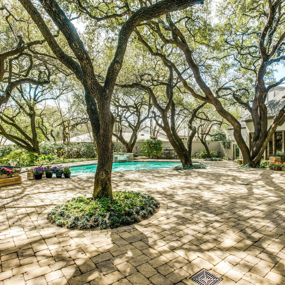 5656 Meaders Circle in Dallas