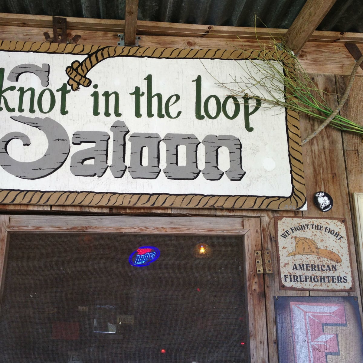 Knot in the Loop Saloon