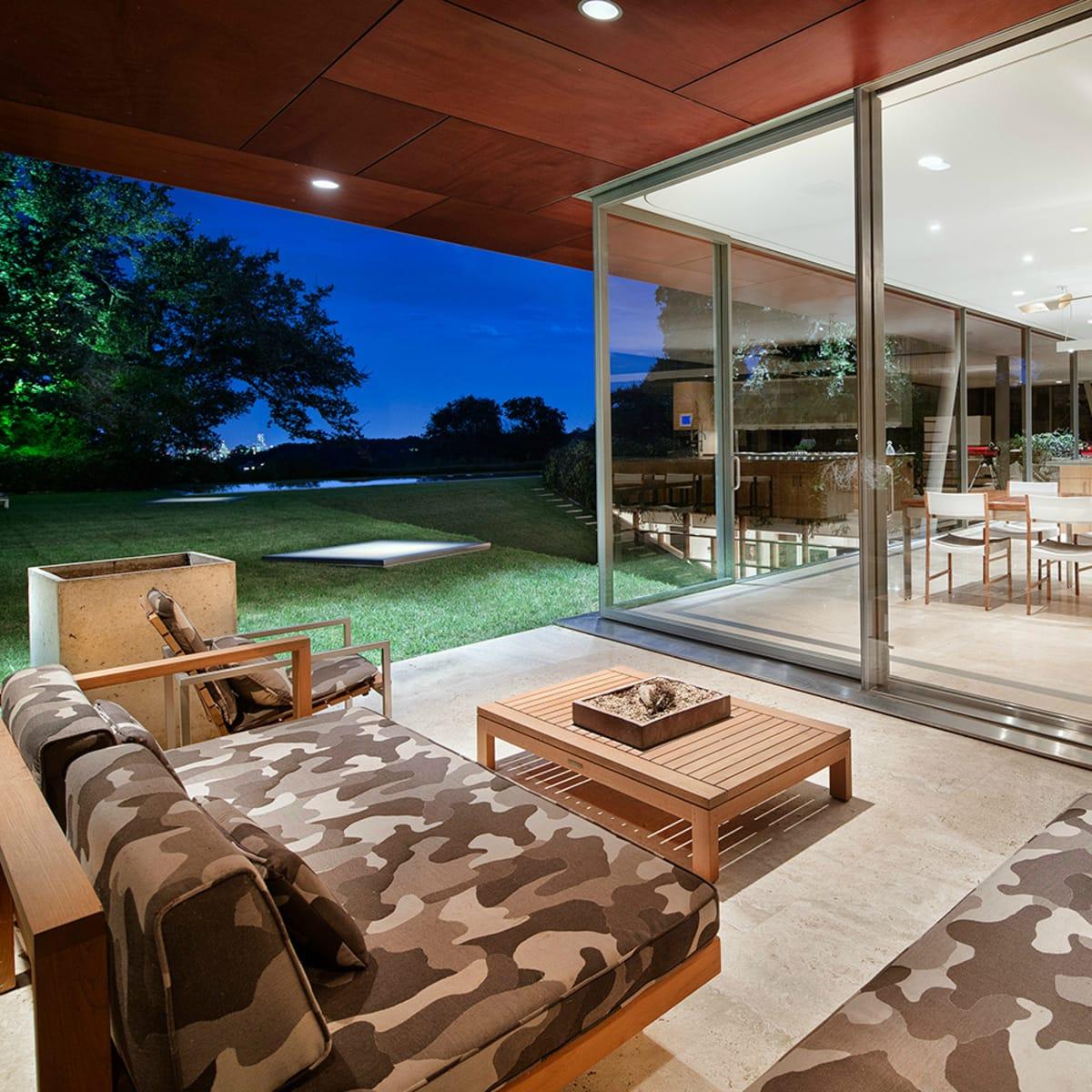 Austin home Floating Box House 900 Live Oak Circle West Lake Hills 78746 April 2016 patio ground level