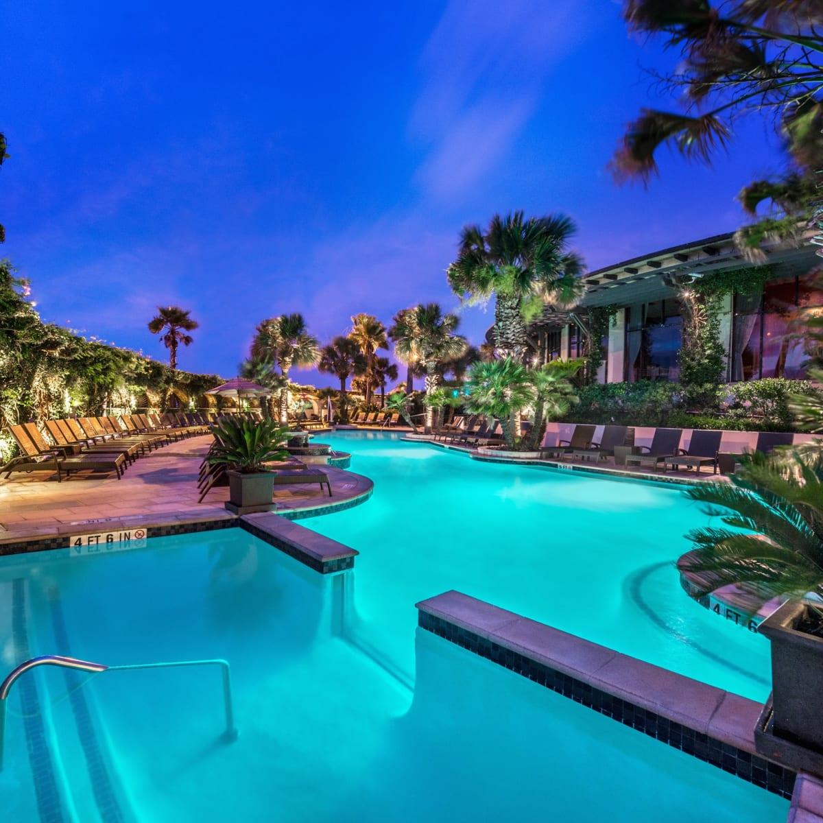 Hotel Galvez pool and swim-up bar