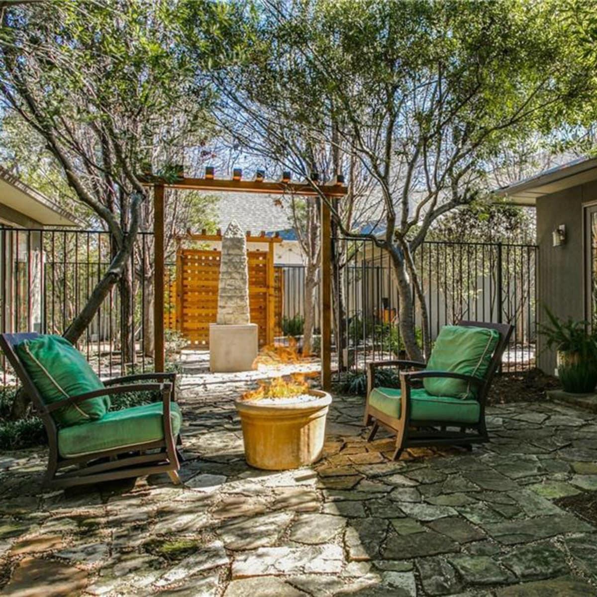 5535 Hanover backyard