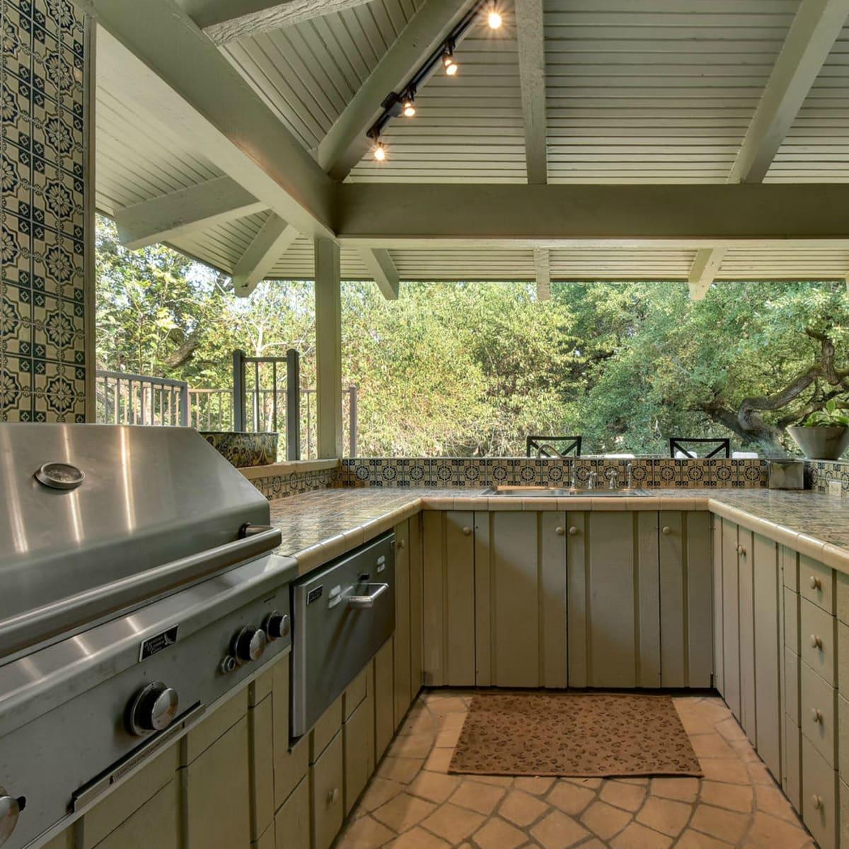 Austin house home Tarrytown 2610 Kenmore Court Ben Crenshaw February 2016 outdoor kitchen