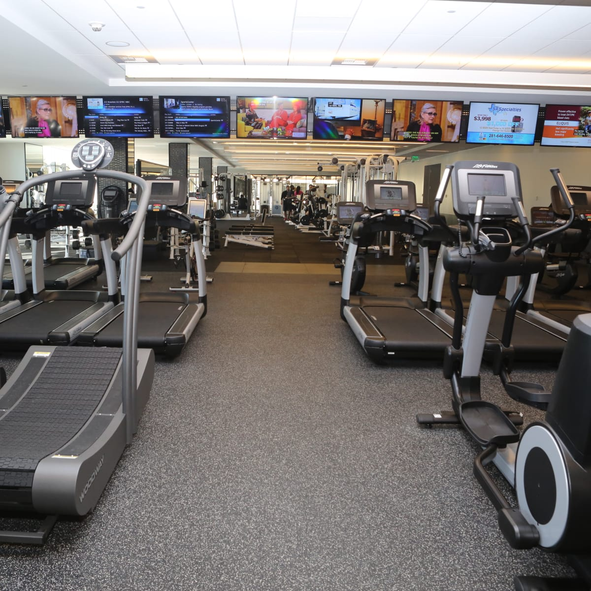 Cardio center at Equinox River Oaks District